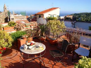 HOLIDAY RENTAL WITH LOVELY SEA VIEW | AP80, Poggi