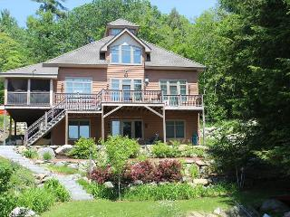 Beautiful Waterfront Vacation Home on Lake Winnipesaukee (MAC20W), Meredith