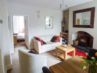 RAMBLER'S REST, king-size bed, woodburning stove, WiFi, close to Coniston Water