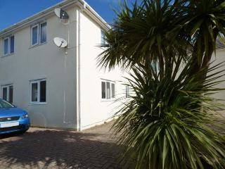 CHY-AN-MOR, ground floor, WiFi, 10-minute walk to Carbis Bay beach, in Carbis Bay, Ref 924537, St Ives