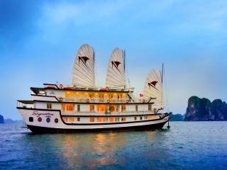 Signature Halong Cruise 2 days 1 night, Halong Bay
