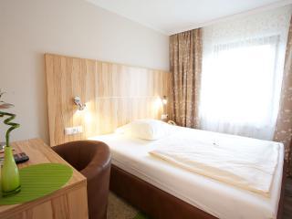 Guest Room in Wolfschlugen (# 6986) ~ RA63601