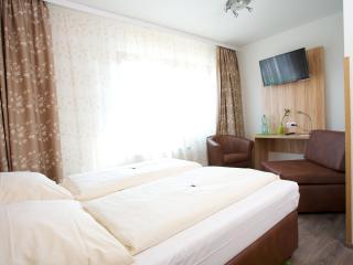 Guest Room in Wolfschlugen -  (# 6989)