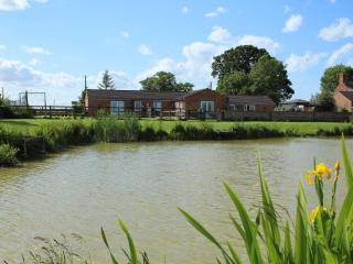 The Country Cottages. With private fishing lakes., Burgh le Marsh