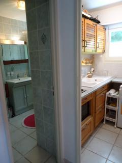 salle bain à gauche/Cuisine à droite