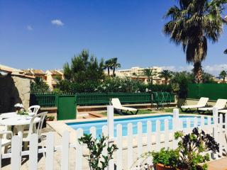 Semi detached house with private pool, Muro