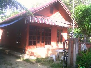 2839 : TV 1, 1 bedroom house 1.5 KM to Bangtao Beach, Bang Tao Beach