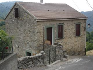 maison de village typique en pierres