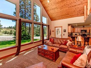 Upscale Cabin in Roslyn Ridge *Free Nights* Slps 8 | WiFi!
