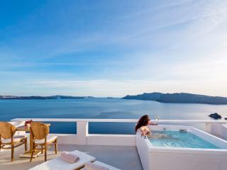 Pure Bliss Villa, private Jacuzzi & Sea view, Oia