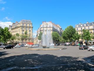 MIND BLOWING 4BR/3BA APT WITH BALCONY~SLEEPS 10!!!, París