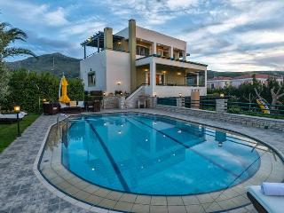 Luxury Pool Villa Mystic at Rethymno, 9 Pax.