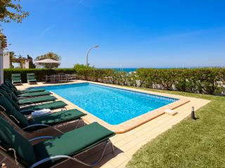 Villa Kelly - 4 bedrooms, stunning sea views, walk to restaurants and supermarket, Sesmarias