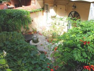 Roman Garden Vacation Apartment