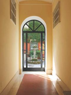 Building entrance to inner courtyard garden
