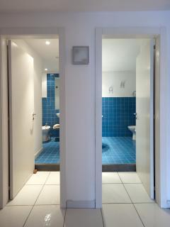 entrance of 2 bathrooms