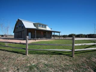 TimberRose Barn -Country Property with Great Views, Fredericksburg