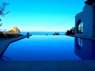 5* Luxurious Villa with Infinity Pool & Sea View, Calpe
