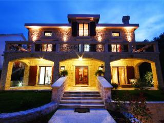 Villa 0019, Kotor