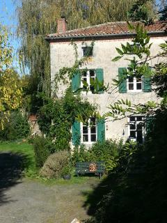 The charming 15th C Millers House sleeps 6 and overlooks the courtyard