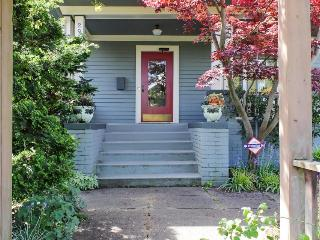 Perfectly located north-facing Queen Anne home! Gourmet kitchen, fenced backyard