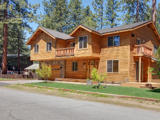 New furnishings, hot tub, fireplace, & room for 12!, South Lake Tahoe