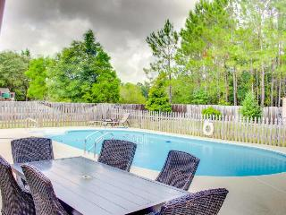 Relaxing and cozy home w/ a backyard pool in a quiet area, Pensacola