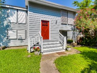 Remodeled, dog-friendly house in quiet Galveston neighborhood