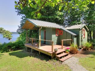 Unplug and let your imagination soar from this cozy cottage w/bay views!, Port Hadlock