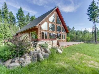 Luxurious log cabin w/ boat slip and lake views!, Sagle