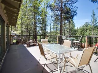 Spacious family home on the fairway w/game room, tree-lined views!, South Lake Tahoe