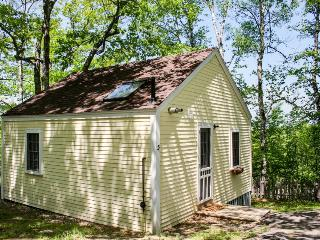 Charming cottage with beautiful bay and woodland views, Edgecomb