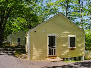 Cozy cottage convenient to Boothbay Harbor, pets okay!, Edgecomb