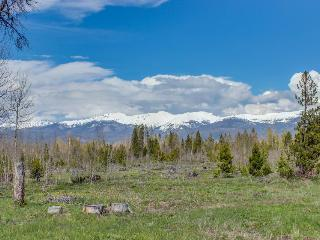 Secluded, custom-built home w/ views of Continental Divide!, Fraser