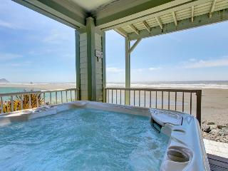Oceanfront home with private hot tub, pet-friendly!, Gold Beach