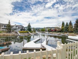 Cozy lakeside Tahoe Keys home with a private hot tub, dock & shared pools!, South Lake Tahoe
