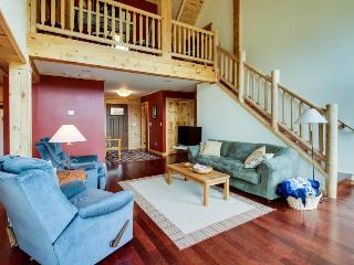 Gorgeous dog-friendly family lodge close to skiing and lake