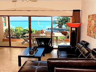 Oceanfront with pool 3 bedroom ground floor (LEB1), Playa del Carmen