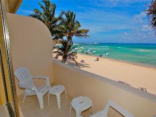 Oceanfront with pool 2 bedroom in Ocean Plaza (OP12), Playa del Carmen