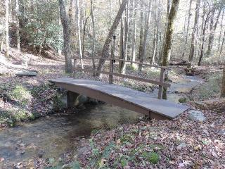 Secluded 1 1/2 acre cabin on a Creek, Ellijay