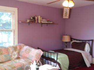 Semi Private Room in a gallery house with Artists, Lakewood