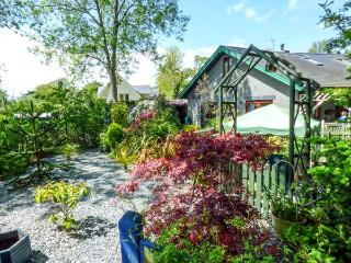 TRE COED, quality detached cottage, beautiful garden, National Park location in