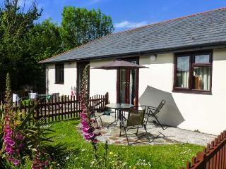 HONEYSUCKLE COTTAGE ground floor, use of swimming pool, close to coast in Bude