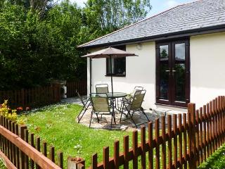 CAMPION COTTAGE family-friendly, shared use of swimming pool, children's play area near to beaches in Bude Ref 19587