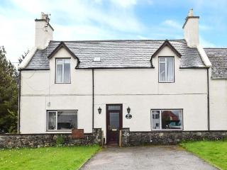 WESTHAVEN HOUSE, semi-detached,open fire, en-suite bedrooms, private garden, WiFi, nr Kyleakin, Ref 924267