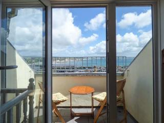 KITTIWAKE, sea views, WiFi, off road parking for 1, Sky Sports, petas welcome, Newlyn, Ref. 925109