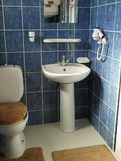 UPSTAIRS BATHROOM & TOILET