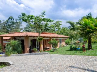 Cayana - Modern Villa/finca in coffee region