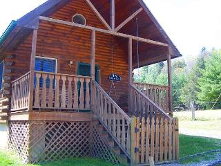 'WHITETAIL HEARTH' Cabin with Pond Views - Valentine's Weekend Available!, McGrady