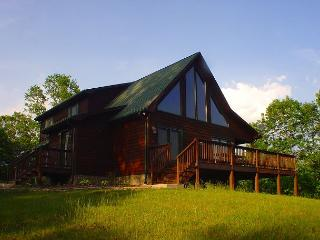 Log Home W/Outdoor Fireplace, Wraparound Deck, WiFi. Short Walk to New River!, Piney Creek